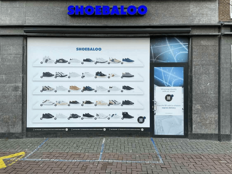 Shoebaloo introduceert 'lockdown-etalage' met QR codes